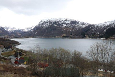 Røldalsvatnet er eit av fleire regulerte vatn i Suldalsvassdraget og fungerer som magasin for kraftverk.