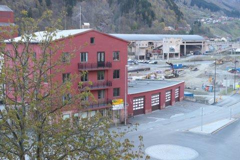 Kommunestyret ber rådmannen om å greie ut korleis ein kan frigjere areal på dagens brannstasjon.