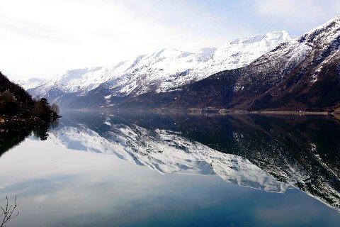 I enkelte områder langs kysten inneholder dypvannsfisken brosme høye verdier av kvikksølv i fileten. Høyest nivå er det i deler av Sognefjorden og Hardangerfjorden.