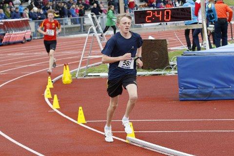 Daniel Måkestad Fadnes er skadet, og han måtte stå over NM for yngre. Hadde han løpt på pers ville det blitt klar bronse.
