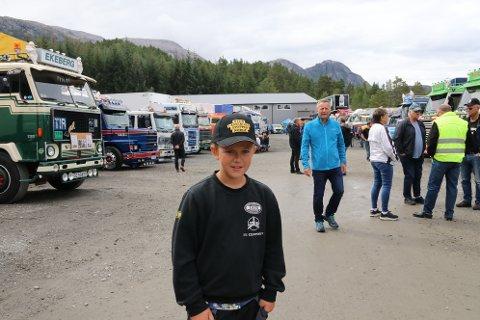 Andreas Lundal Njåstad (11) var ein av fleire unge som vitja veteranlastebiltreffet på Torsnes laurdag.