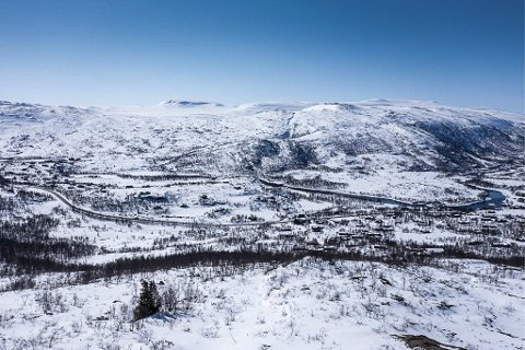 Utsikt mot sør og vest  frå toppen av Tverrlia i Sysendalen. Eigedomen er kjøpt av Per Holmefjord.