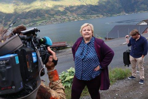KOMMUNEREFORM: Statsminister Erna Solberg (H) mener det har gått veldig bra i kommunene som har slått seg sammen, men mener de nye storkommunene trenger mer tid.