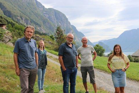 OPPTATT AV NATUREN: Tor Henrik Mannsåker, Trine Bay, Kai-Inge Melkeraaen, Robert Henkel og Tina Mannsåker er bekymret for de mange naturinngrepene i forbindelse med utbyggingsprosjekter.