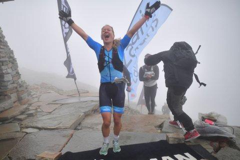 - Gratulerer til Julie Aspesletten. Ho vann Norseman 2021 under ekstremt tøffe tilhøve med ei tid på 12:39:18, skriv arrangøren.