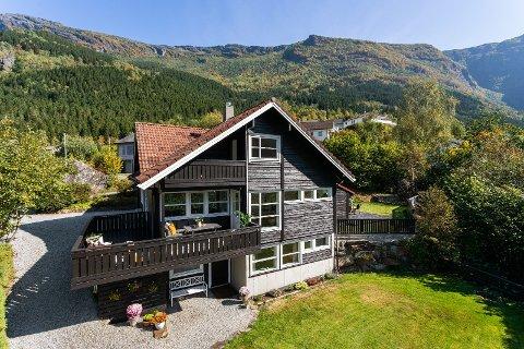 STOR INTERESSE: Denne familieboligen på Lofthus ble solgt til en høy pris på torsdag.
