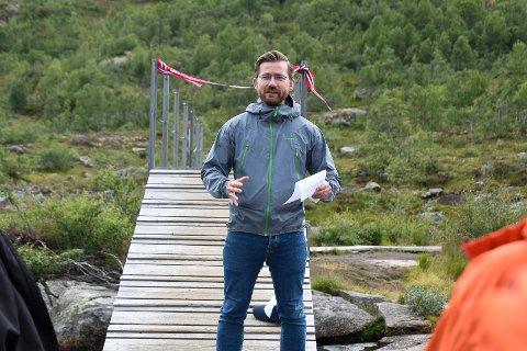 Klima- og miljøminister Sveinung Rotevatn (V) fortel at det no vert arbeidd med å sikra ny nasjonalpark i Hardanger. Biletet er frå tidlegare i sommar  då  Rotevatn offentleggjorde at Trolltunga får status som Nasjonal turiststi.