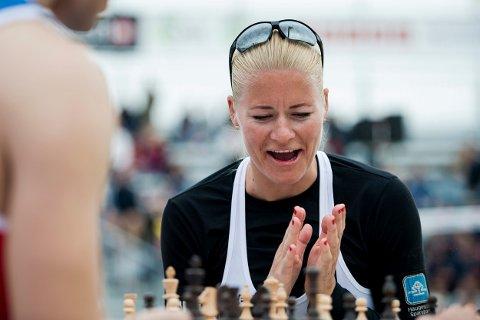 BRIKKENE BEGYNNER Å FALLE PÅ PLASS: Janne Kongshavn har fått ny makker - og en ny sjanse til å kvalifisere seg til OL.