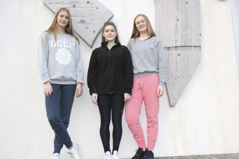 SKAL VIDERE: Avgangselevene Ina Bråstein (t.v.), Ida Helene Brummenæs og Eline Netland Øie danser for framtiden i Festiviteten.                     FOTO: ROAR ESKILD JACOBSEN