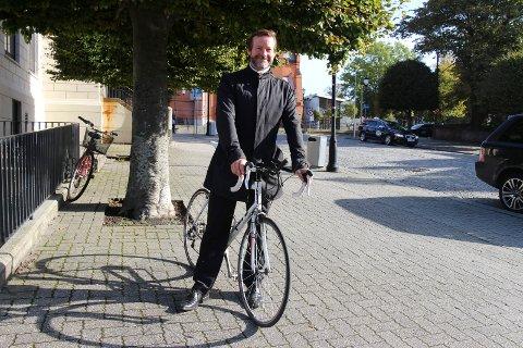 TIDLIGERE ANLEDNING: Her er Roald Bø, leder av Syklistenes landsforening Haugalandet, avbildet ved en annen anledning. ARKIVFOTO: SUSANNE ØVREVIK BØ