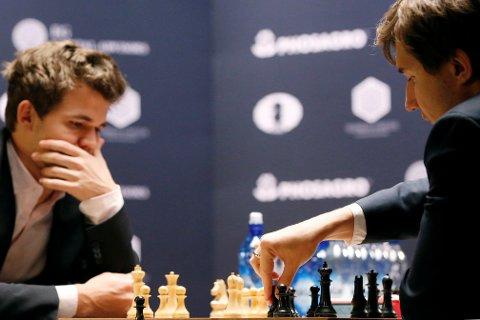 VM i Sjakk har gått til omspill mellom Sergey Karjakin ogMagnus Carlsen.
