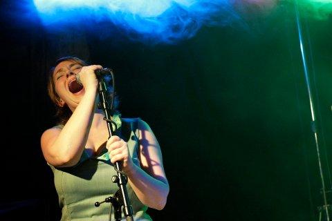 Hanne Eidsvåg Andersen under en Low Frequency-konsert på Høvleriet. Nå er Andersen ansatt som leder for Haugesund kommunes servicedesk.