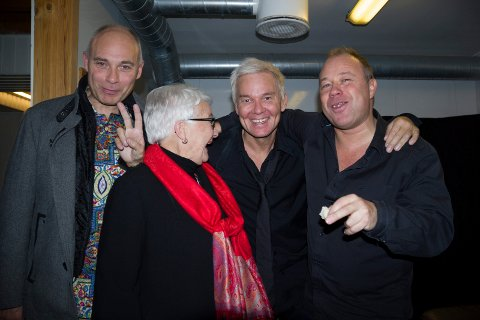 Besøk: Fra venstre Roy Birkeland, Grethe H. Birkeland, mor til musiker Magnar Birkeland (t.h.) fra Sauda og ved siden av henne Kristian Valen.