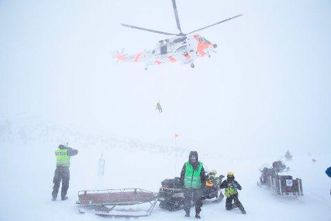 Et SeaKing redningshelikopter deltar under en redningsøvelse i regi av Røde Kors på Golsfjellet i Buskerud mandag.