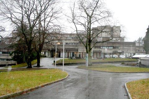 KORONA: Stord sjukehus har to pasienter innlagt med covid-19 torsdag.