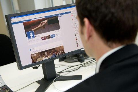 Aldri har så mange norske kvinner og menn ble svindlet på internett som i fjor. Foto: Jan Haas / NTB scanpix