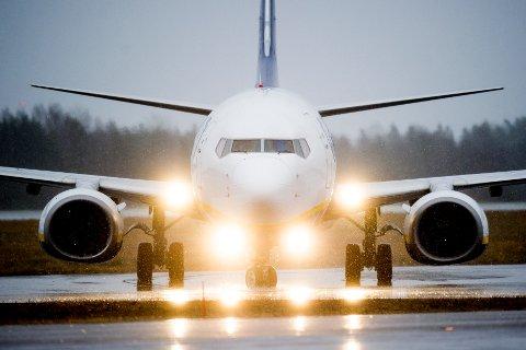 Rygge  20160208. Et fly fra Ryanair av typen Boeing 737-800 takser på Moss lufthavn Rygge mandag 8. februar 2016. Foto: Jon Olav Nesvold / NTB scanpix