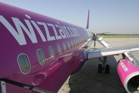 SAKSØKER: Flyselskapet Wizz Air har sendt varsel om søksmål mot flere norske kommuner og fylker, samt det statlige selskapet Statnett, melder NRK. Her fra Haugesund lufthavn.