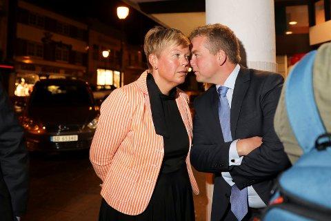 Hege Haukeland Liadal (A) og Sveinung Stensland (H) under valgvaken høsten 2017.