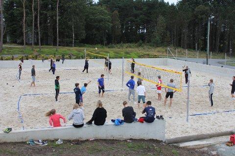 SANDVOLLEYBALL: To nye sandvolleyballbaner i full størrelse.