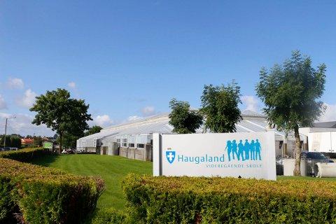 Haugaland videregående skole får nytt studietilbud og ny idrettshall.