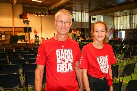FERIETID: Høstferie betyr Barn er bra for mange i Haugesund. Leder Tom Landås og ungdomsleder Maya Isabel Nordby Hermansen rigger til i Haraldshallen.