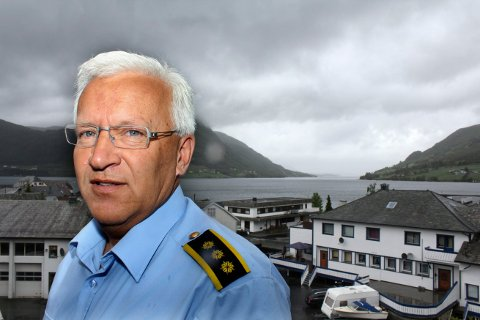 FÅR HJELP: Mange frivillige deltar i letingen etter den savnede 28-åringen i Ølen. Lensmann Ingvar Gjærde er imponert av innsatsen.