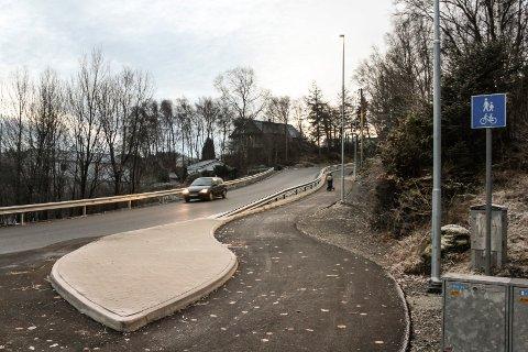011217. Arbeidet med gang- og sykkelvei langs Sundvegen er ferdig.