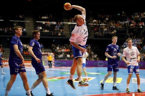 VANT: Christian L. Spanne (Drammen) i aksjon. Bodø HK - Drammen HK møtes i NM-finalen i håndball i Oslo Spektrum fredag kveld. Foto: Torstein Bøe / NTB scanpix