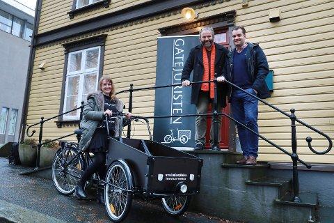 Haugesund 061217 Gatejuristene har fått ny sykkel. F.V: Silje Hellesen, Arne Valen Og Tor Arne Egeland