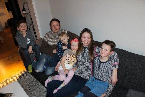 """KAOS ER MITT DOP: Det skriver småbarnsfar og lastebilsjåfør Frode Skogøy på bloggen sin """"Jeg gikk bare i boden en tur"""".  Her med Leander (8), Maximilian (3), Tiril Emilia (5), kona Nina Midtbø og Fabian (11)."""