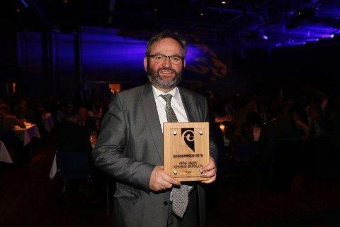 Arne Valen mottok Bragdprisen under fredagens middag i Scandic Maritim Hall. Foto: Alf-Robert Sommerbakk