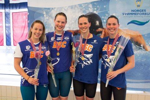 TO STAFETTGULL:  Ingalill Urrang Naustvik (t.v.), Renate Knutsen, Cecilie Waage Johannessen og Monica Waage Johannessen etter gull og norsk rekord på 4x50 meter medley stafett fredag. De vant også 4x100 meter medley stafett lørdag.