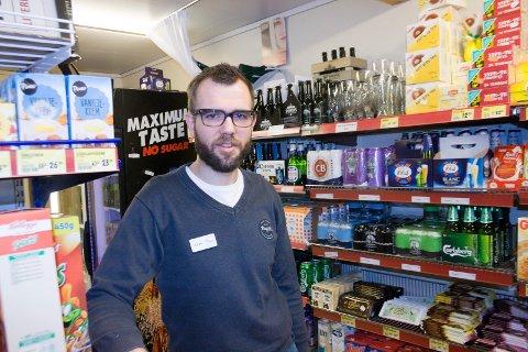 Karl Olav Melkevik, driftsleder Hauge'n. Første dgaligvareforretning som har startet salg av øl fra Skudenes bryggeri.