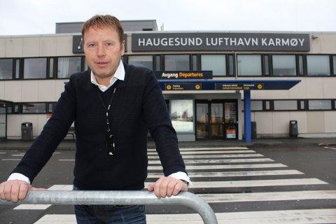 FORTSATT SJEF: Tore Lillenes har jobbet i Avinor i 28 år. Han fortsetter som flyplassjef i Lufthavndrift AS.