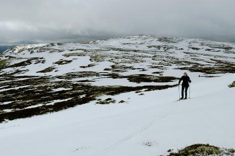 Beskjedent med snø og skrantende skiføre, selv på rundt 1.200 meters høyde ved Vaglfjell i Sødorpfjellet i Gudbrandsdalen onsdag.