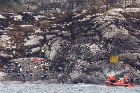 Opprydningsarbeidet etter helkopterulykken ved Turøy tok flere dager, uten at de fant alle restene etter Super Puma-helikopteret. I mars, nesten et år etter ulykken, ble det funnet en ny sentral helikopterdel i vannet.