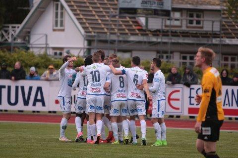 ENDELIG JUBEL: FKH jubler etter 1-0-scoringen mot Egersund.