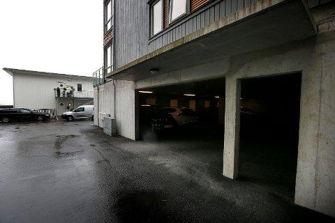 HELT ÅPENT: De manglende garasjeporter i Spannalia havnet i retten.
