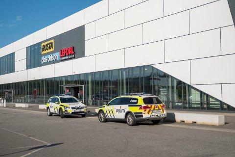 En 17 år gammel jente døde etter knivstikking i Kristiansand onsdag. En 15 år gammel jente er siktet for drap og drapsforsøk. Foto: Tor Erik Schrøder / NTB scanpix