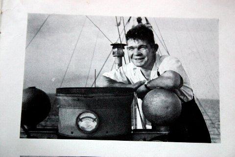 OVERLEVDE: Kaptein Einar Apeland, her om bord på D/S «Lysaker V» på invasjonstranden i Normandie sommeren 1944.
