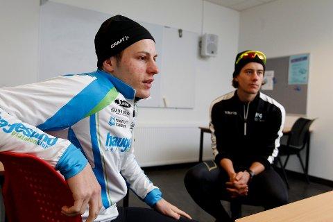 UTØVER OG TRENER: Birk Skogland og trener Mikal Iden fra Haugesund Triathlonklubb.