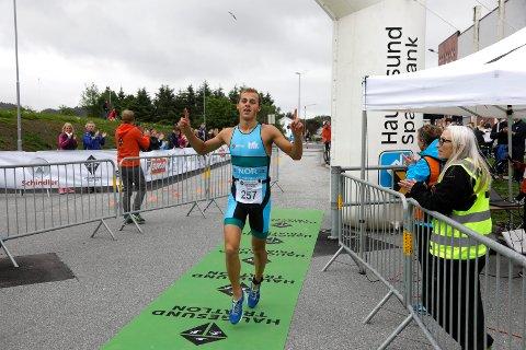 VANT PÅ HJEMMEBANE: Endre Espedal vant Haugesund Triathlon i sommer. Nå er det VM som gjelder.