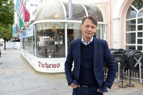 BERGEN: Inventum-sjef Bjørn Gerry Viksund utenfor nedlagte Dickens i Bergen sentrum.
