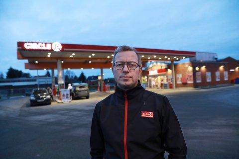 – Det har tidligere vært en trygghet for oss å vite at vi kunne stole på politiet, sier Jostein Kristiansen, daglig leder av Cirkle K på Kvala,