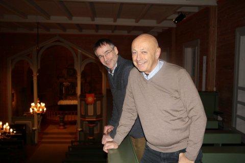 JUBILERER: Leder av jubileumskomiteen Arne Myskja (foran) og sokneprest Dag Tormod Milje i Nedstrand kyrkje feirer 150 år.