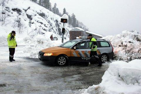 KONTROLL: Statens vegvesen hadde tirsdag kontroll av kjøretøy ved vektstasjonen på Seljestad.