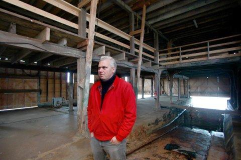 BYANTIKVAR: Sjøhusene til Kolbeinsen har høy bevaringsverdi, sier byantikvar Trygve Eriksen. En reguleringsplan og en oppdeling kan være en mulig vei å gå, sier Eriksen. Her i Nylandshuset på Vibrandsøy, som er restaurert.