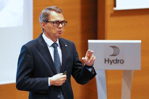 Konsernsjef i Norsk Hydro Svein Richard Brandtzæg presenterer selskapets tall for tredje kvartal 2018.