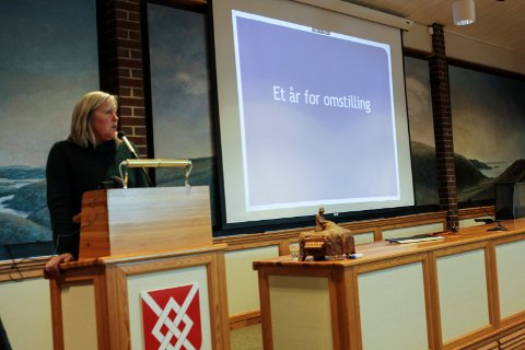 Rådmann Vibeke Vikse Johnsen la mandag fram sitt første forslag til budsjett- og økonomiplan. Hun varsler at det blir strammere økonomiske år framover.